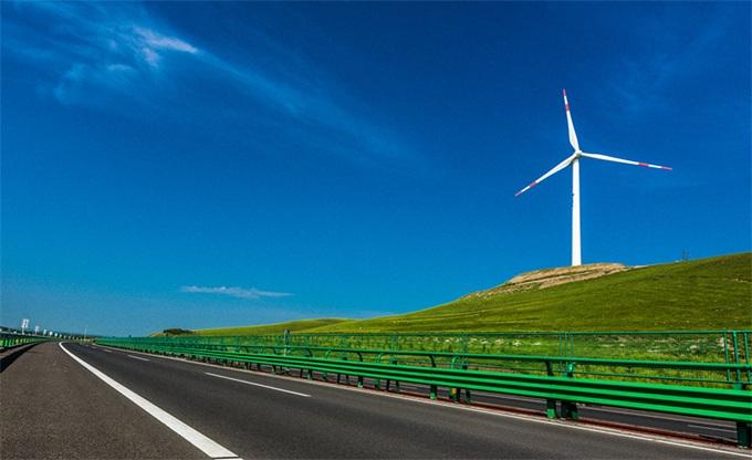 世界首条电动高速公路来了 总长2公里边开边充