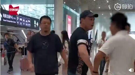 被偷拍!罗永浩机场起争执 凌晨发微博暗示下一代前