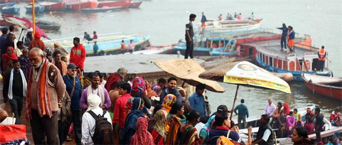 烧烤模式!印度高温突破50摄氏度 商家呼吁顾客给外卖人员一杯水