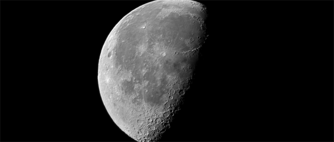 贝佐斯:有朝一日将用月球上的冰为飞船提供燃料