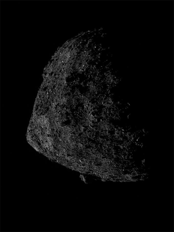 本努小行星照片公布 打破NASA近距离天体运行记录