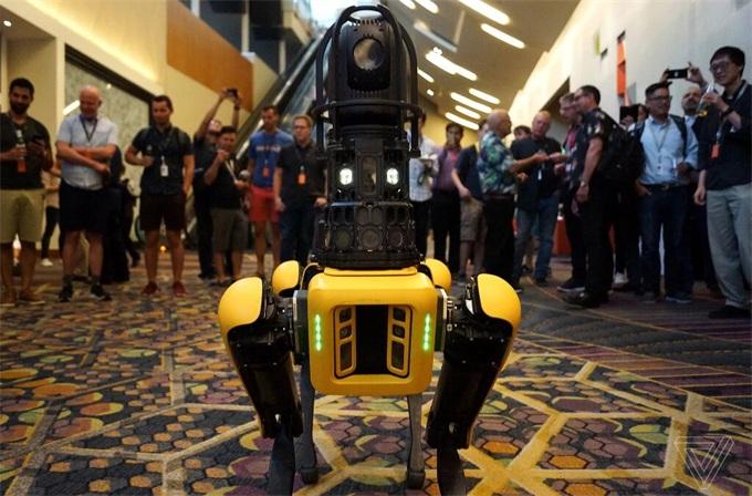 波士顿动力四足机器人Spot想走出实验室大门,世界准备好了吗?