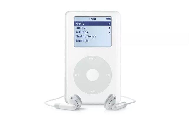 科技日历丨2004年7月19日,苹果推出第4代iPod超长续航12小时