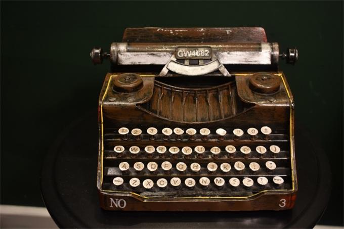 科技日历|从191年前的打字机到现在的键盘,中间发生