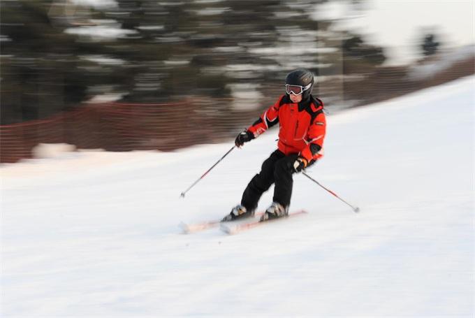 户外活动高山滑雪
