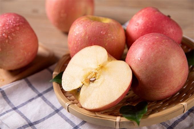 新研究发现:常食苹果和茶可预防癌症和心脏病 对吸烟和酗酒者尤有用