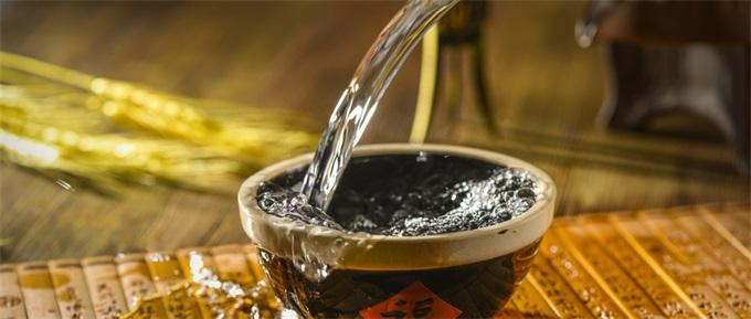 茅台股价创新高!最高1051.9元带动白酒股普涨 市值突破1.3万亿
