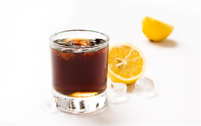 冰块可乐与柠檬