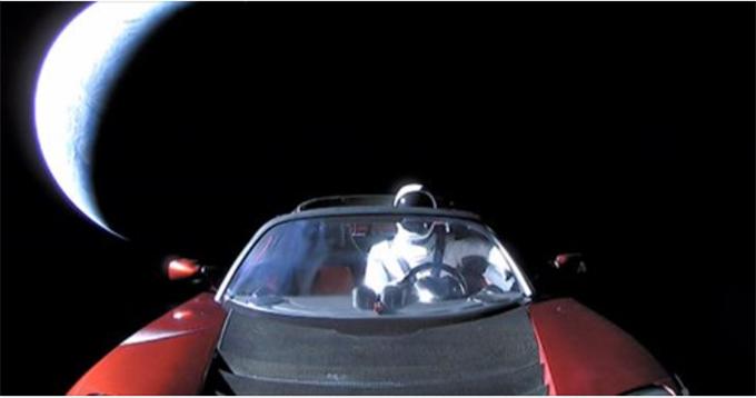 """那辆被马斯克送入太空的跑车,现在""""飞""""到哪了?"""