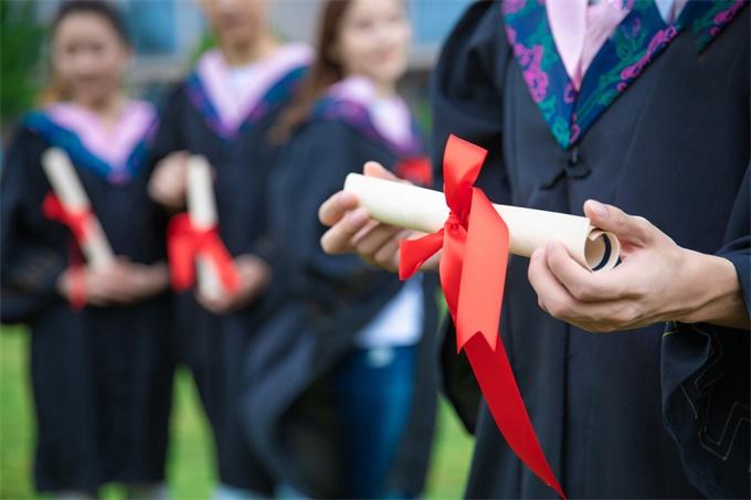 US News最新美国最佳大学排行榜出炉:普林斯顿大学蝉联第一,击败哈佛、耶鲁(附榜单)