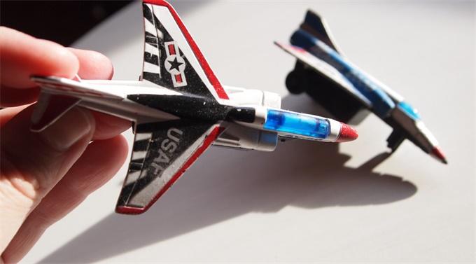 法国航空联手Oledcomm首次推出机上Li-Fi网络 坐飞机也能实时游戏对战