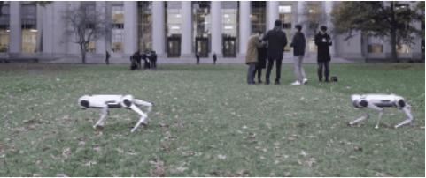 MIT四足机器狗踢足球:四条腿带球还会后空翻,被欺负了反脚就是一踹