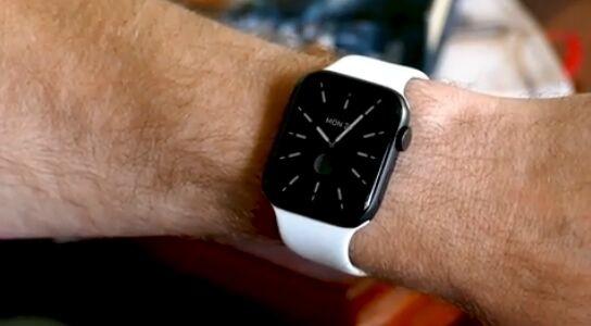 苹果Apple Watch Series 5成为最佳智能手表 不再需要抬手腕就能激活屏幕