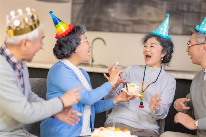 老年生日派对庆祝