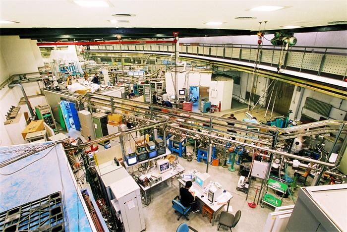 """科技日历 耗资数亿的北京正负电子对撞机,为何能与""""两弹一星""""比肩?"""