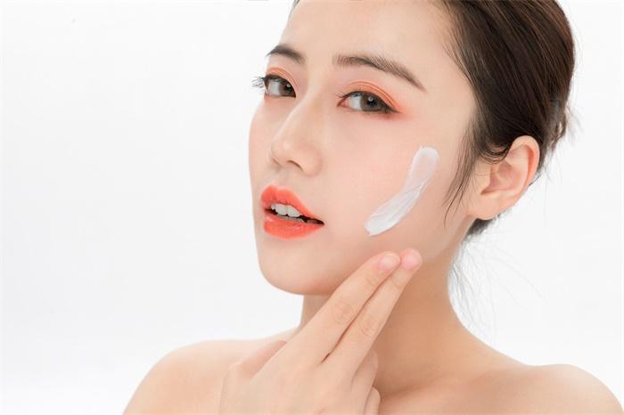 美国女子连续7年使用美白面霜 致体内含汞量超正常水平523倍