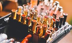 2019年中国<em>化妆品</em>行业市场现状及发展趋势分析 新规即将出台、整个市场将面临洗牌