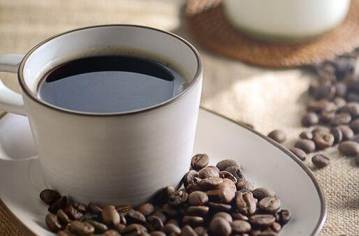 研究意外发现每天喝4杯咖啡能减肥 但需谨慎以免失眠头痛