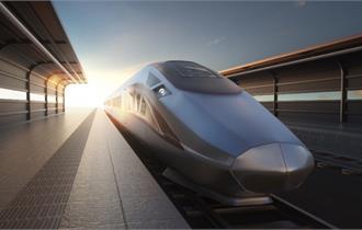 武汉首趟中欧班列开出 19个集装箱满载援欧物资