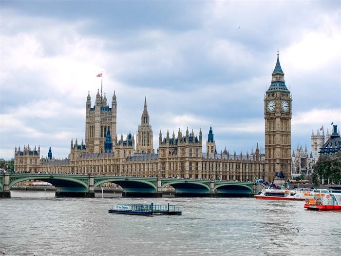 突发!英国首相约翰逊病情恶化转入ICU,英专家仍建议群体免疫