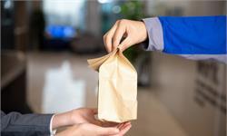 奇葩!外賣員寫字樓送餐被物業收3元代送費 網友:想錢想瘋了?