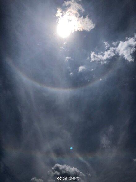 北京同時出現日暈和七彩云