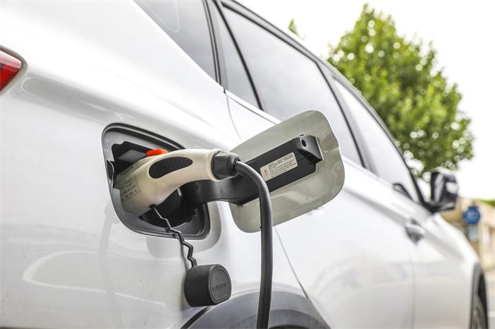 """北京将向""""无车家庭""""增发2万个新能源小客车指标,今起可在线提交申请"""