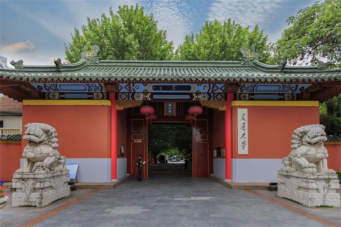 任正非带队访问上海交大:华为将于交大进行更深入的合作和交流