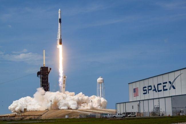 高光时刻!SpaceX第二次商业载人发射定于万圣节,4名宇航员将被送入空间站