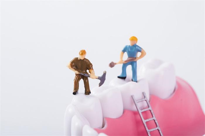 """新冠重症风险大!牙龈疾病会提高IL-6免疫蛋白水平,引发肺部""""细胞因子风暴"""""""