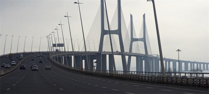 港珠澳大桥珠澳货运通道启用,出入境通关时间为24小时
