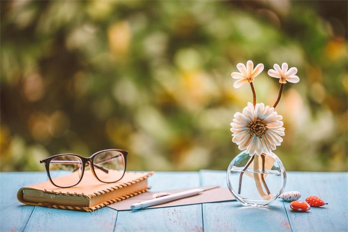 戴眼镜能够降低感染COVID-19风险?研究结果遭专家质疑:没有说服力