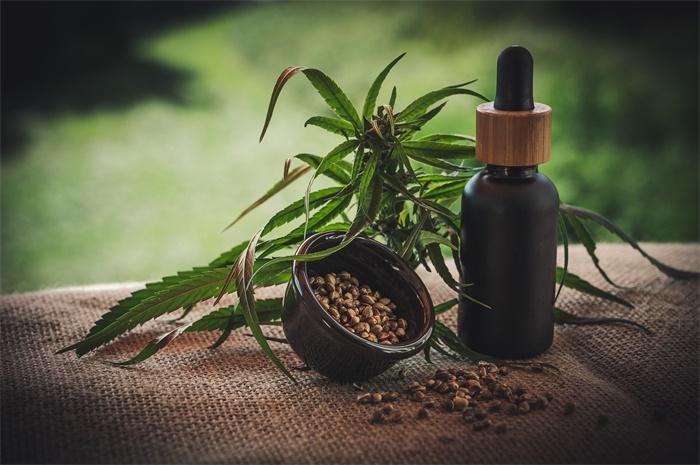 """揭秘美国新晋神药""""CBD"""":大麻提取物被传包治百病,众多好莱坞明星站台"""