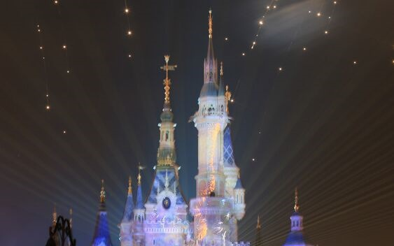 手慢无!上海迪士尼门票首次低于半价 网友:才去过,感觉亏了一个亿