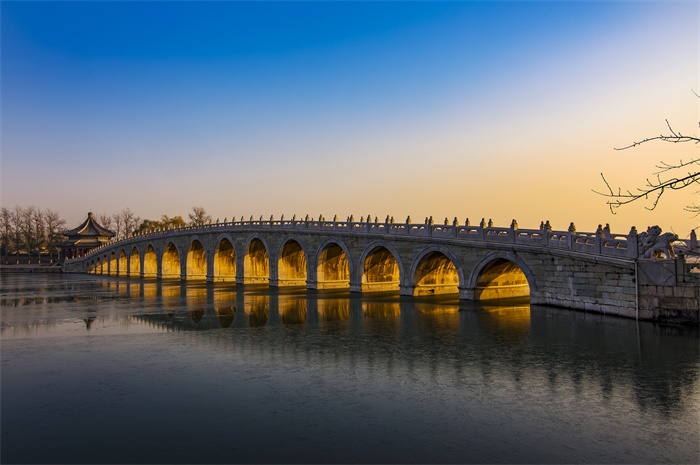 颐和园十七孔桥再现金光穿洞美景 这一现象一般发生在临近日落时刻