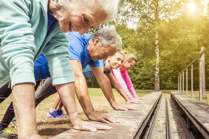 抑制致病感染!百岁老人拥有独特的肠道细菌,能活得更健康长寿