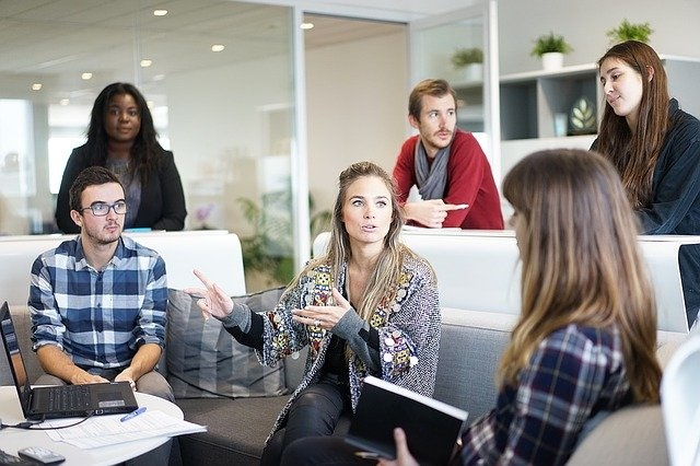 转发给你老板看看!研究显示,强制员工参与公司团建活动可能会起反作用