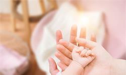 研究显示:三分之二的父母在宝宝出生头一年心里没谱,养育依赖外界意见