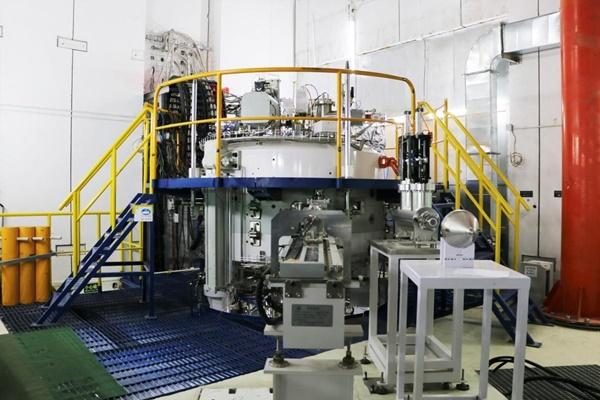 国产最紧凑型超导回旋质子治疗系统加速器