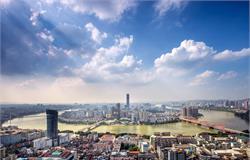 广西柳州柳城县:县委书记李建华调研工业园区发展 要求提升园区整体形象