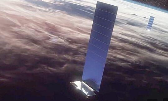 红色警报!马斯克星链与OneWeb卫星只差58米就撞上了,场面极其凶险