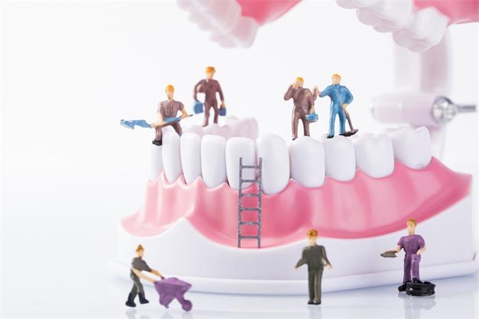 掉牙易痴呆!良好的口腔健康可防止认知能力下降,戴假牙也管用