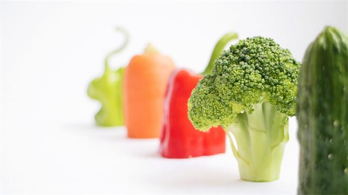 研究显示:把儿童盘子里的蔬菜量增加一倍,他们会多吃68%的蔬菜