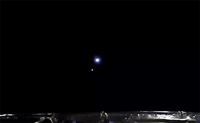 """嫦娥五号传回中国探测器首张""""地月合影"""""""
