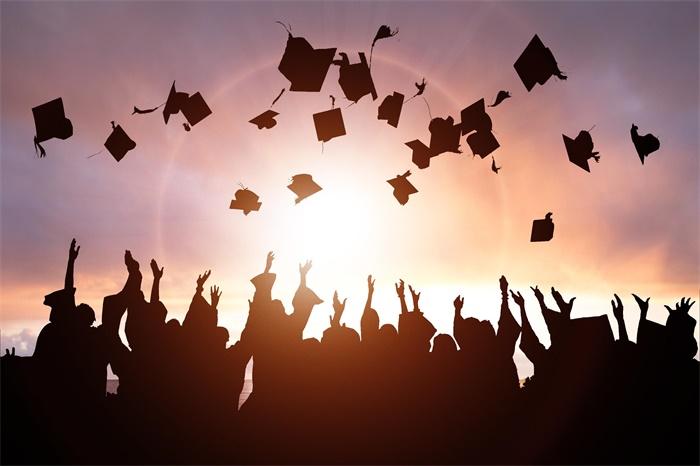 美国博士学位调查最新报告:毕业年限越来越长,8成中国籍博士选择留美工作