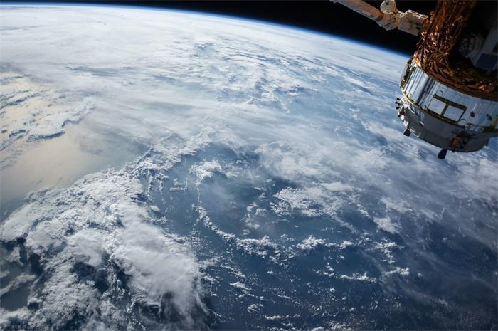 客户变冤家!SpaceX星链卫星发射遭到同行抗议,认为其带来环境问题