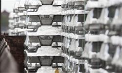 2021年全球及中国<em>电解铝</em>市场供需现状及竞争格局分析 国内产销占全球比重均将近60%
