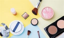2021年中国<em>化妆品</em>行业市场规模及发展前景分析 相较于外国彩妆行业尚存7倍成长空间