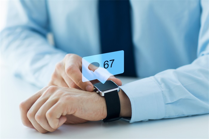Facebook将在明年夏天推出首款智能手表,配备两个摄像头和心率检测仪