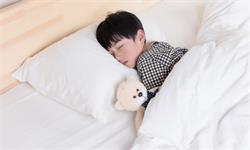 人间真实!近四分之三的父母非常渴望睡眠,让孩子上床睡觉是最大挑战